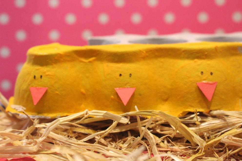 Kuikentjes knutselen uit eierdozen