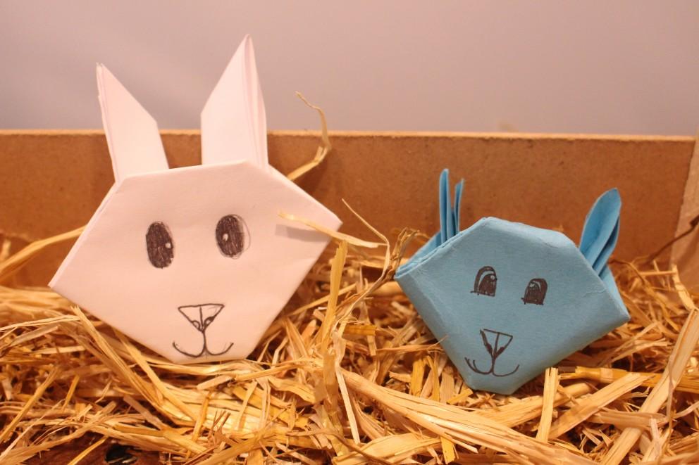 Het origami konijn een knutselidee voor Pasen